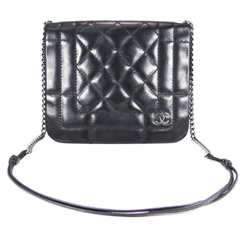 BLACK_CHANEL_QUILT_CHAIN_SM_FRONT