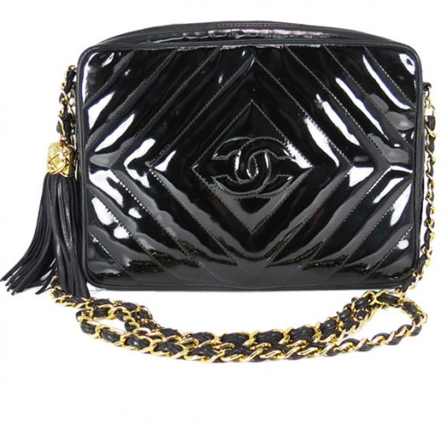 CHANEL_BLACK_QUILT_GOLDCHAIN_SHINY.FRONT